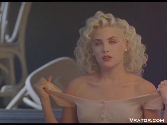 Сцены из фильмов с обнаженными знаменитостями